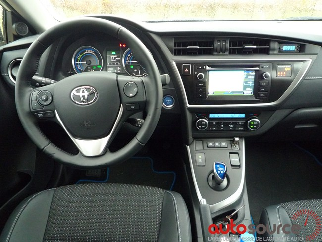 essai nouvelle toyota auris hybride hsd 2013 autosource. Black Bedroom Furniture Sets. Home Design Ideas
